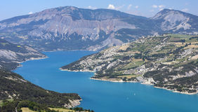 Lago de Serre-Poncon (montañas francesas) Imágenes de archivo libres de regalías