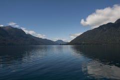 Lago de Todos los Сантос с снежным вулканом Стоковая Фотография