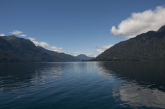 Lago de Todos los Santos med den snöig vulkan Arkivbild