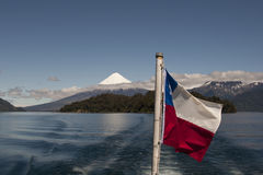 Lago de Todos los Santos mit schneebedecktem Vulkan stockbild
