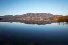 Lago de Varese, panorama Foto de Stock Royalty Free