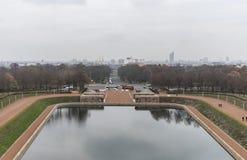 Lago degli strappi davanti al monumento alla battaglia delle nazioni in Lipsia, Germania fotografie stock libere da diritti