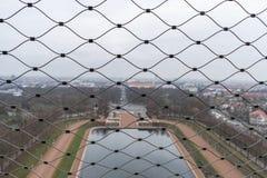 Lago degli strappi dietro una rete fotografie stock libere da diritti