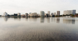 Lago del centro Merritt skyline della città di pomeriggio di Oakland California Fotografie Stock Libere da Diritti
