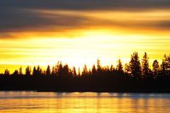Lago del cielo e del ghiaccio di tramonto immagini stock