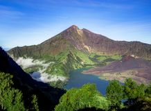 Lago del cratere del vulcano del supporto Rinjani Lombok Indonesia fotografia stock