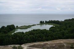 Lago del ` de Lebed en el escupitajo de Curonian Foto de archivo libre de regalías
