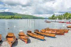 Lago del lado del barco del kajak Fotografía de archivo libre de regalías