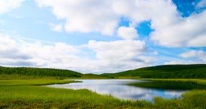 Lago del norte de la montaña Fotos de archivo