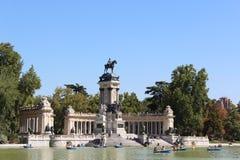 Lago del parque del Retiro, parque de Retiro, fuente del parque de Retiro Madrid, España fotografía de archivo libre de regalías