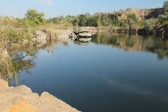 Lago del pueblo de Pershe Travnya Imágenes de archivo libres de regalías