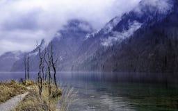 Lago del ` s di re del lago Koenigssee in alpi bavaresi Immagini Stock