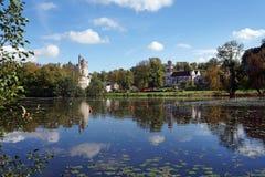 Lago del villaggio di Pierrefonds Immagini Stock Libere da Diritti