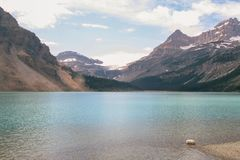 Lago dell'acqua del turchese in Alberta Canada Immagine Stock