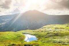 Lago dell'alta montagna Immagini Stock