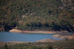 Lago della diga della montagna in Algeria del Nord Fotografie Stock