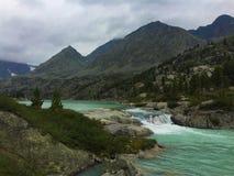 Lago della montagna del turchese di Darashkol Montagne di Altai, Siberia, Russia immagine stock libera da diritti