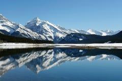 Lago della montagna della sorgente Immagine Stock