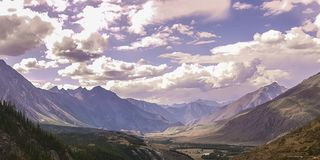 Lago della montagna di Altai della montagna Fotografie Stock Libere da Diritti