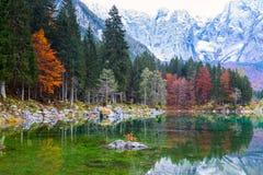 Lago della montagna di Fusine Lago di Fusine del lago in Italia del nord Fotografia Stock Libera da Diritti