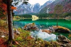Lago della montagna di Fusine Lago di Fusine del lago in Italia del nord Fotografie Stock Libere da Diritti