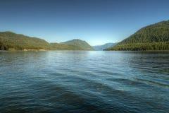 Lago della montagna di Teletsky nell'Altai Fotografia Stock Libera da Diritti