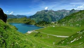 Lago della montagna di Trübsee in alpi (Svizzera) Fotografia Stock Libera da Diritti