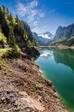 Lago della montagna e del cielo blu in Gosau, alpi, Austria, Europa Fotografia Stock