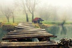Lago dello specchio e del cottage Fotografia Stock Libera da Diritti