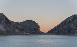 Lago dentro da montanha de Kawah Ijen Imagens de Stock Royalty Free