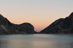 Lago dentro la montagna di Kawah Ijen Fotografia Stock