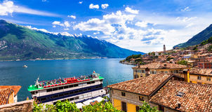 Lago di加尔达,巡航小船惊人的风景在Limone t 图库摄影