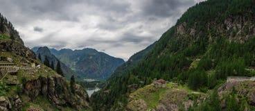 Lago di Antrona e città di Antronapiana Fotografie Stock Libere da Diritti