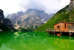Lago di Braies在白云岩的Pragser Wildsee 免版税库存图片