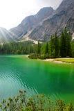 Lago di Braies在白云岩的Pragser Wildsee 库存图片