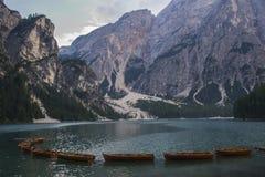 Lago Di Braies или Pragser Wildsee, доломиты, Италия Стоковые Фотографии RF
