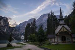 Lago Di Braies или Pragser Wildsee, доломиты, Италия Стоковые Изображения