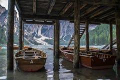 Lago Di Braies или Pragser Wildsee, доломиты, Италия Стоковая Фотография