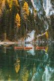 Lago di Braies, Dolomites, södra Tyrol, Italien royaltyfri foto