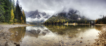 Lago di Braies, Italien Royaltyfri Bild