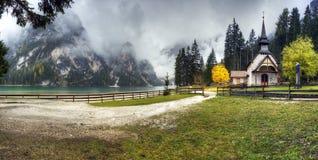 Lago di Braies, Italien Stockfotografie