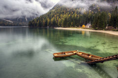 Lago di Braies, Italien Stockfotos