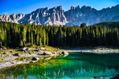 Lago di Carezza royaltyfri bild