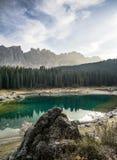 Lago Di Carezza Karersee jest jeden piękni wysokogórscy jeziora obraz royalty free