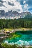 Lago Lago di Carezza, Karersee Carezza nelle alpi delle dolomia Sout Immagine Stock Libera da Diritti