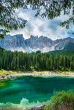 Lago Lago di Carezza, Karersee Carezza nelle alpi delle dolomia Sout Fotografie Stock Libere da Diritti