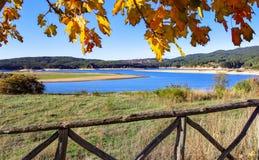 Lago di Cecita, parco nazionale di Sila fotografia stock