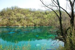 Lago Di Cornino in de Lente Stock Afbeeldingen