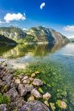 Lago di cristallo della montagna al tramonto Immagini Stock Libere da Diritti