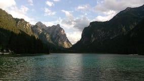 Lago di Dobbiaco lizenzfreie stockfotos